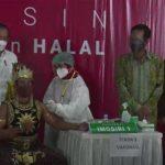 Jokowi Dengarkan Lagu yang Diciptakan Selama Pandemi Tinjau Vaksinasi Seniman di Yogyakarta